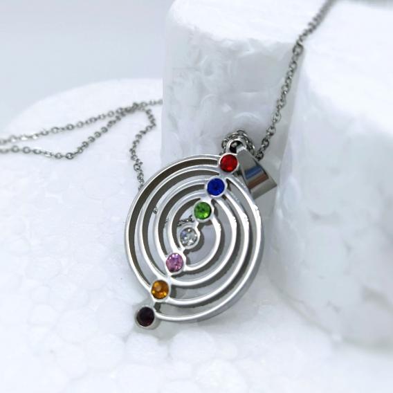 Collar siete chakras para mujer con cristales, de acero. Un regalo original de moda.