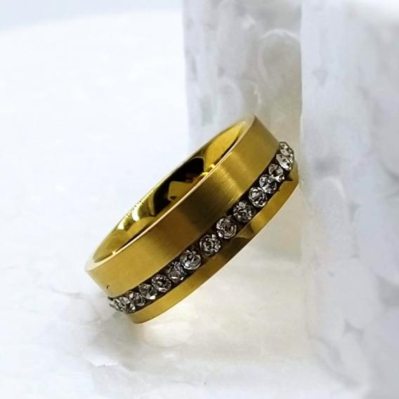 Anillo para mujer de acero inoxidable dorada con circonitas brillantes imitación cristal.