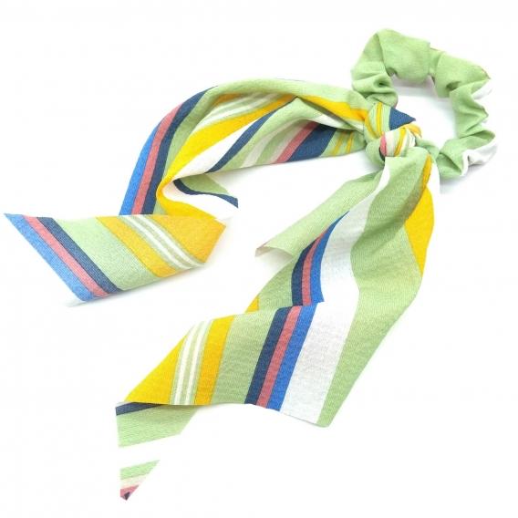 Goma de pelo tipo pañuelo para mujer en rayas de tonos verdes.