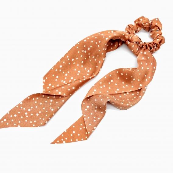 Coletero para el pelo marrón con topos, accesorio para mujer.