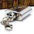 Llavero de anilla en forma de petaca de acero inoxidable un regalo original para hombre o mujer