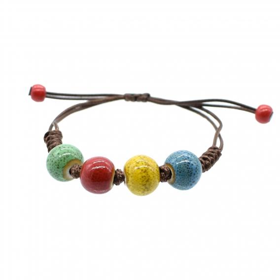 Pulsera de cerámica con bolas de colores ajustable.