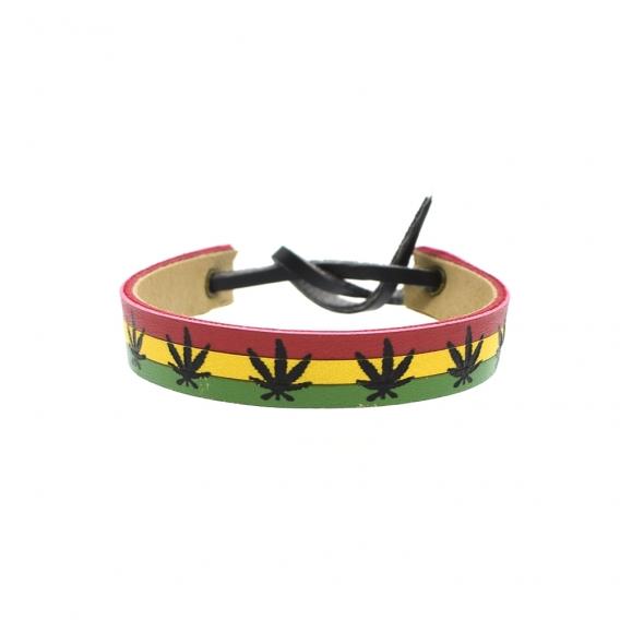 Pulsera de cuero reggae en color rojo, amarillo y verde con dibujo de hoja unisex