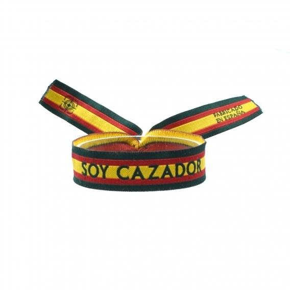 Pulsera bordada soy cazador con los colores de la bandera de España y bordes en verde.