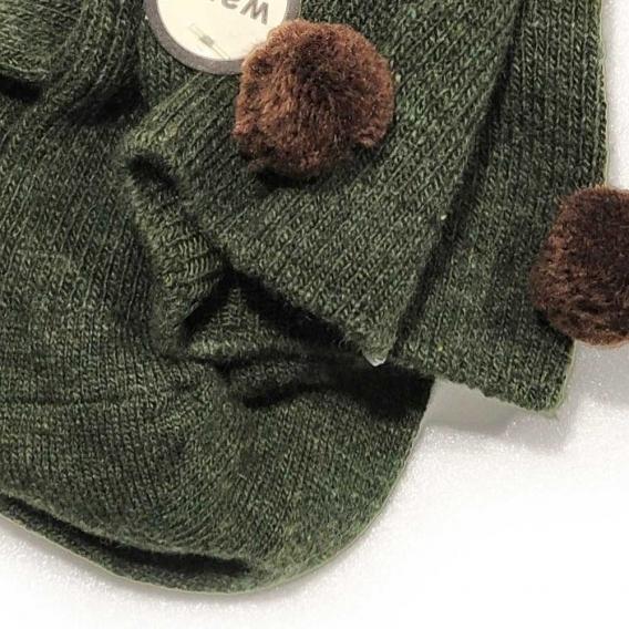 Calcetín verde oscuro con pompón marrón para mujer de la talla 35-40