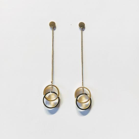 Pendientes largos de aros dorados de acero antialergia para mujer